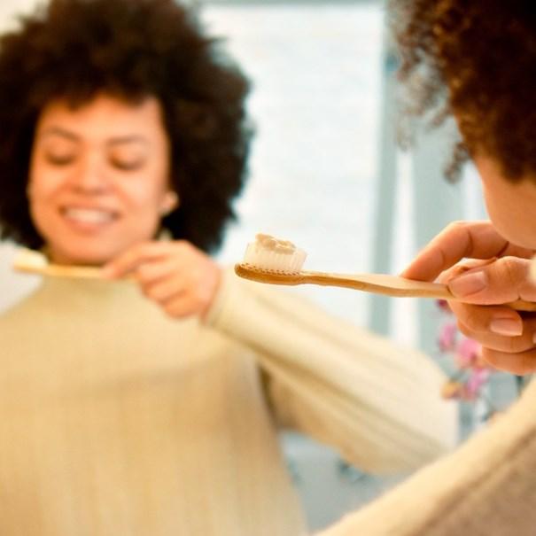 Imagem de Escova Dental Bambu Positiva Adulto Branca Cerdas Macias